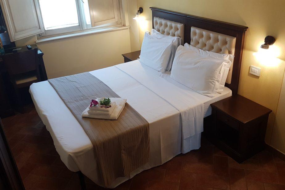 quadruple room - bed