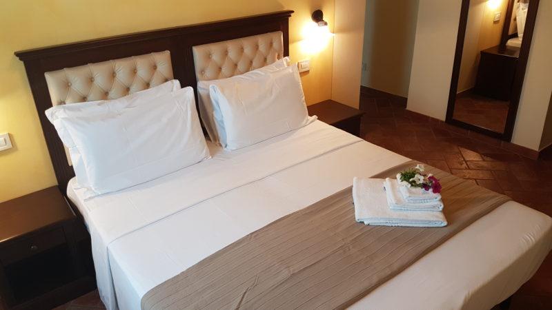 camera-doppia-con-letto-matrimoniale